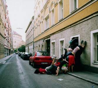 aa11 334x300 Bodies in Urban Spaces
