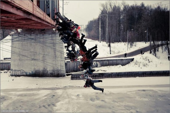 rope jumping russia 585x390 Ballsy Russians Fart In Deaths Face