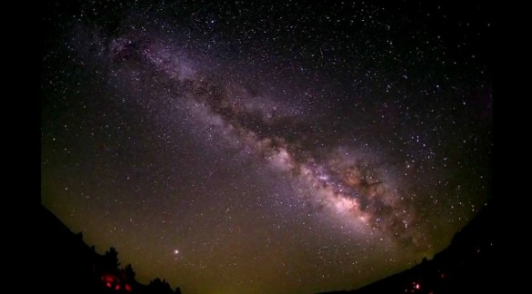 screenhunter 11 may 19 1541 585x324 Milky Way Seen Through Fish Eye