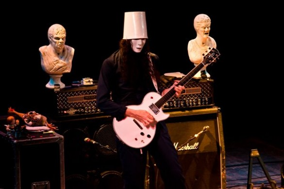 buckethead1 585x390 Buckethead visits New York City