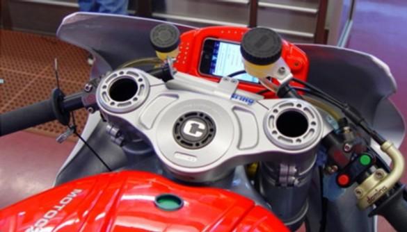 motoczysz iphone 585x334 MotoCzysz E1pc loves iPhones