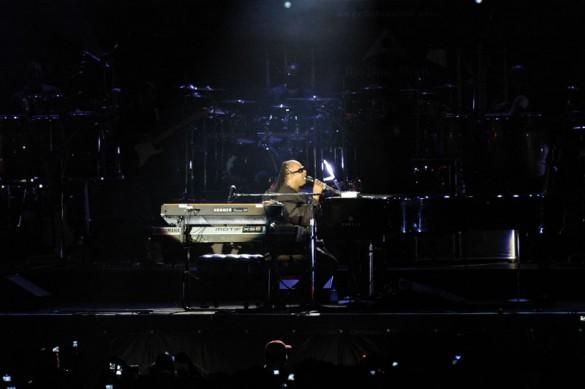 S1 585x389 Stevie Wonder   Free Montreal Show, June 30 2009