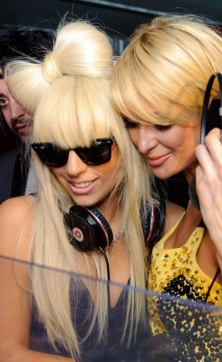 lady gaga paris hilton1 245x400 You Know You Can Act When You Feign Stupidity