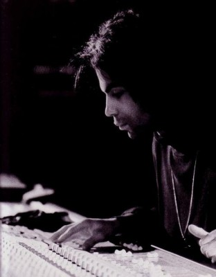 Prince++in+the+studio+1989 312x400 Dont believe the hype Prince really does know how to share.