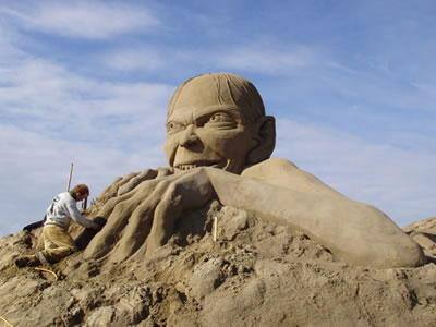 Gollum sand sculpture fs The Sandman