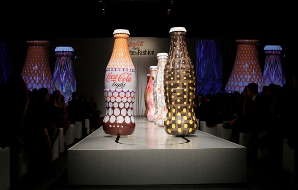 91134982 585x373 Coca Cola Light   Tribute to Fashion