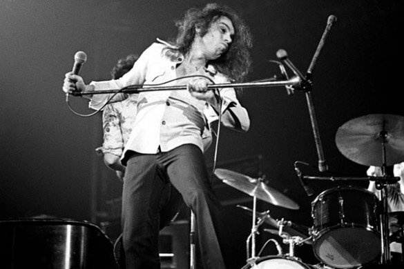 dio 1974 585x390 Ronnie James Dio ( July 10, 1942 – May 16, 2010 )