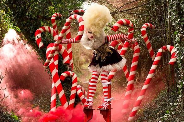 Screen shot 2010 11 03 at 12.16.25 AM 585x389 Kirsty Mitchell Escape Into Wonderland