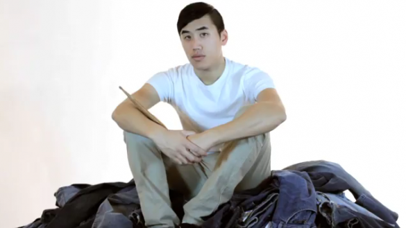 Screen shot 2011 05 25 at 11.56.13 PM 585x329 Andrew Huang plays his 1000 jeans...